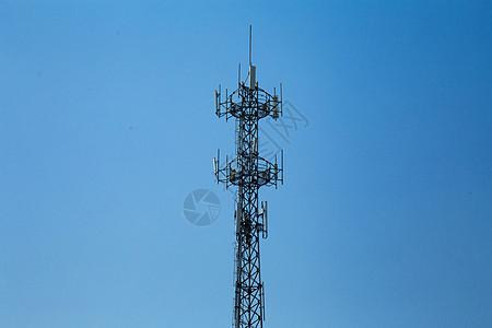 野外的信号发射塔图片