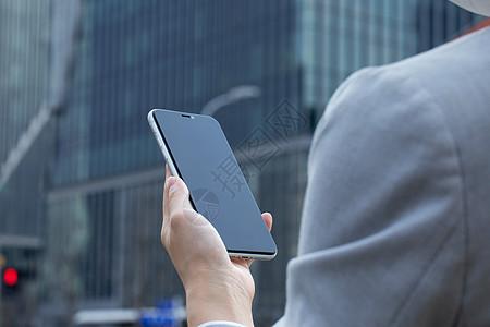 商务女性拿手机局部特写图片