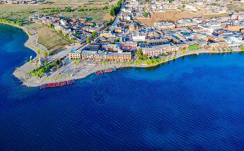 泸沽湖湖边建筑航拍图片