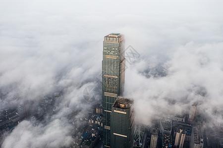 云雾下的长沙国金中心图片