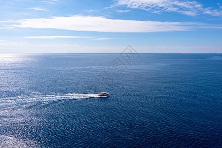 海中的游艇图片
