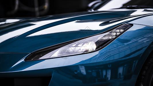 蓝色跑车车灯图片