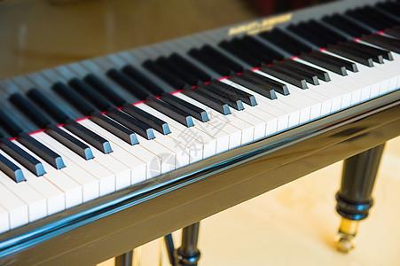 钢琴黑白键图片