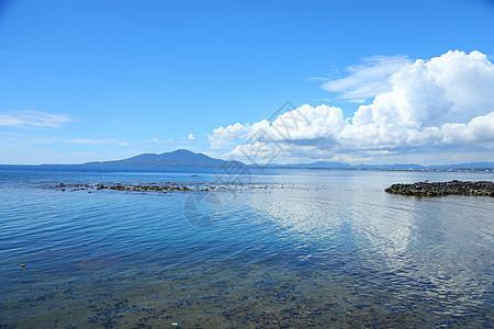 印尼美娜多海边图片