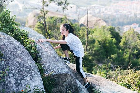 户外登山美女人像图片