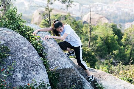 野外攀岩美女人像图片
