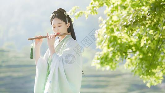 汉服古装美女吹竹笛短笛图片