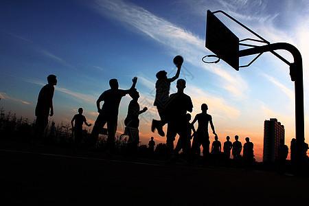 夕阳下的篮球场图片