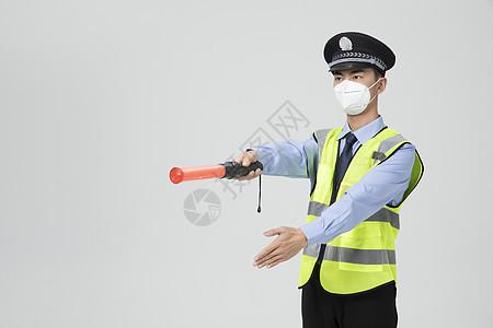 男性保安戴口罩指挥出行图片