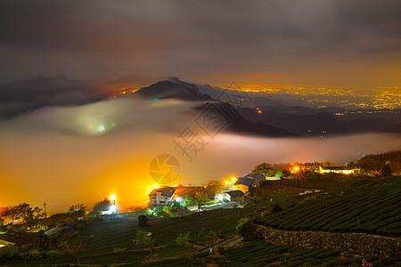 云雾缭绕风光图片