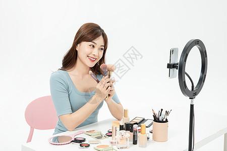 美女主播网络直播化妆图片