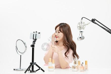时尚美妆主播手机直播卖护肤品图片