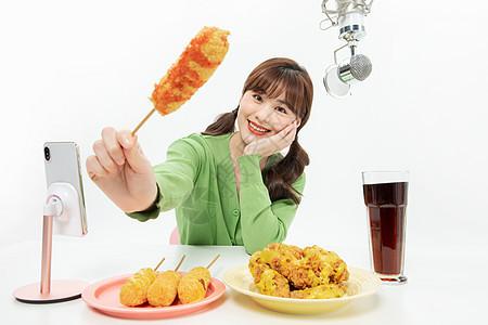 美女主播手机直播吃炸鸡图片