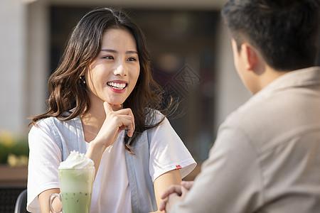 情侣喝咖啡聊天图片