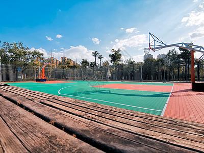 学校篮球场图片
