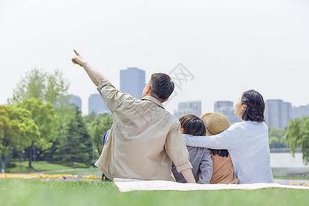 一家人户外郊游背景图片