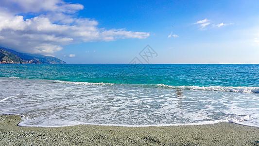 白色沙滩海浪图片