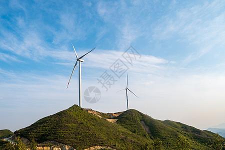 山顶上的风车图片