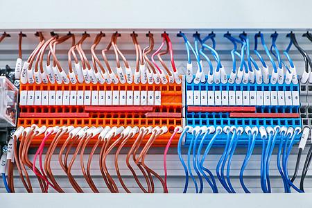 电线电源线路接线段子特写图片