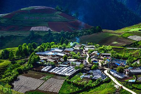 云南香格里拉农村田园风光图片