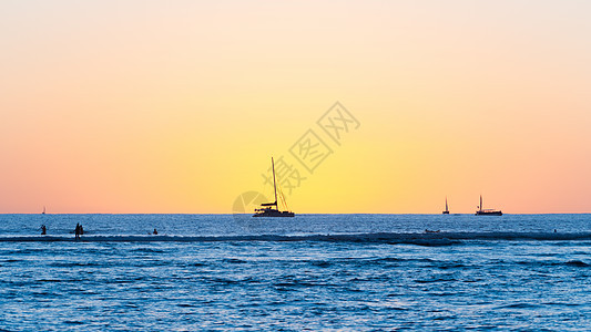 夏威夷威基基海滩的多彩日落图片