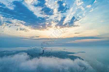 航拍清晨云雾之中的城市青岛图片