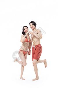 夏日泳装情侣图片