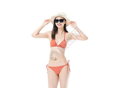 夏日泳装女性戴着墨镜图片