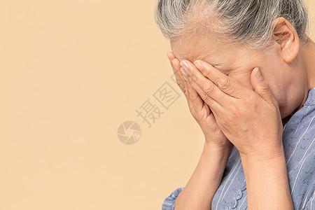 老年女性生气烦恼图片