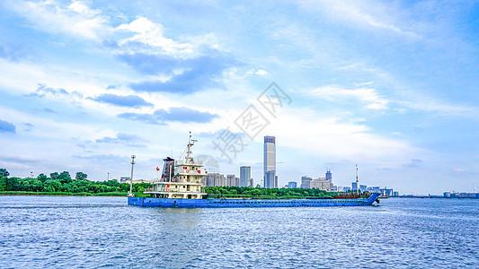 上海黄浦江江河上的货运船舶图片