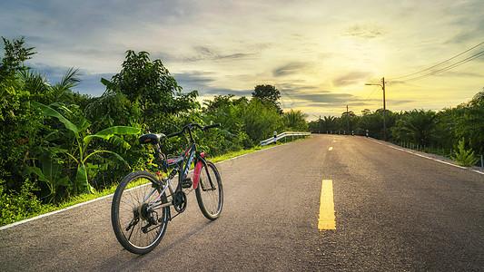 单车旅行图片