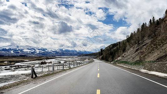 新疆雪山公路图片