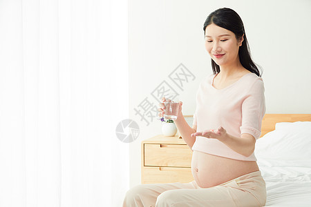 孕妇吃药图片