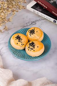 网红美食蛋黄酥饼清新风格实拍图片
