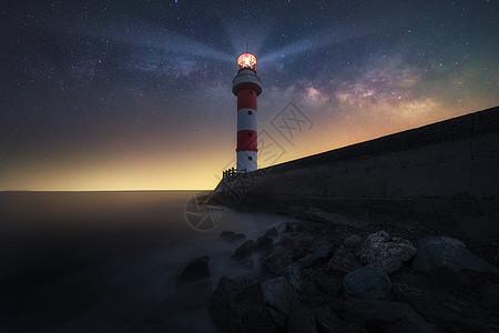 海景灯塔星空星轨图片