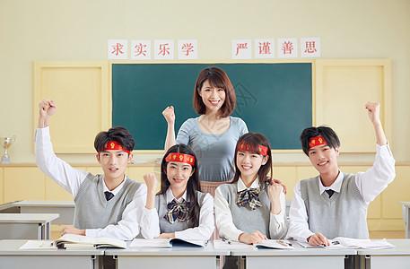 学生和老师做高考加油手势图片