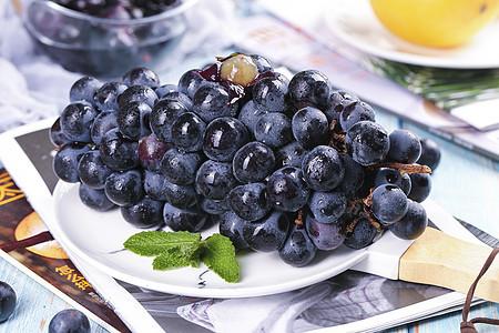 云南夏黑葡萄 图片