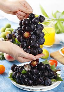 新鲜夏黑葡萄图片