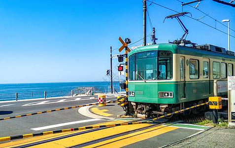 夏日镰仓海边的电车图片