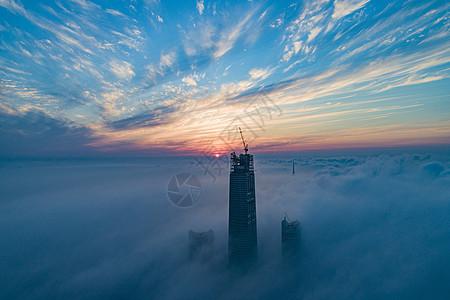 航拍平流雾之上的城市高楼图片
