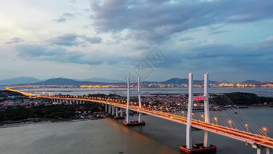 航拍入夜的厦漳大桥图片