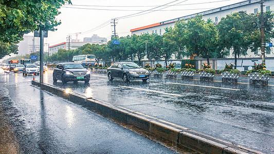上海暴雨图片
