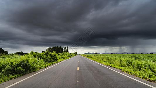 泰国热带暴风雨下的公路道路马路图片