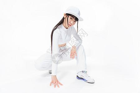 年轻街舞女生摆姿势图片