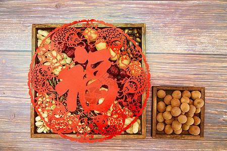 喜庆新年年货静物窗花和坚果图片