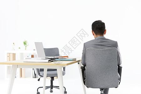 商务男士办公休息背影图片