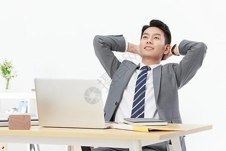 商务男士办公休息图片