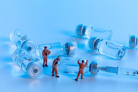 创意微距小人和医疗器材图片