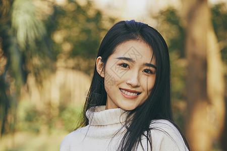 青春清新美女面带微笑图片