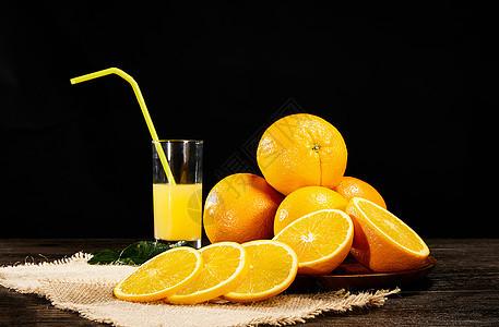 桌面上的橙子和橙子汁图片